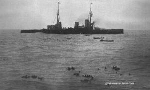 Récupération des matelots Allemands , en arrière plan l'Inflexible.