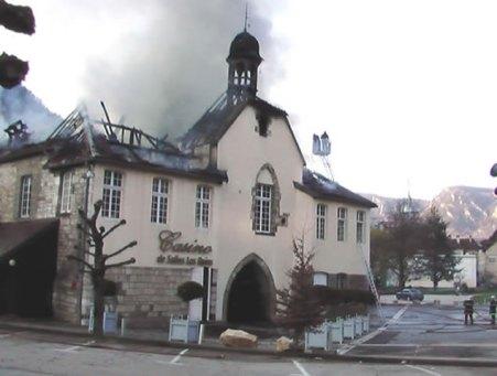 Salins-les-bains, ruines fumantes du casino 2007.