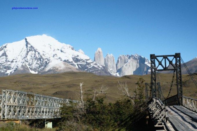 Chili, parc Torres del Paine, vues sur les emblématiques Torre central, Torre Morte et Peineta.